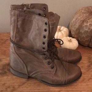 Steve Madden - troops combat boots - size 6